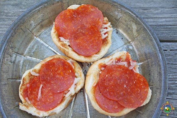 mini camping pizzas