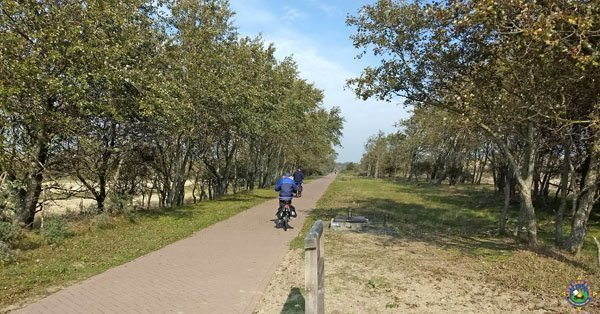 bicyclists on path at Nationaal Park Zuid Kennemerland