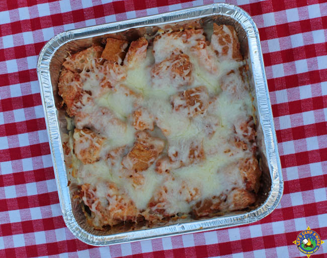pan of cheesy campfire pizza bread