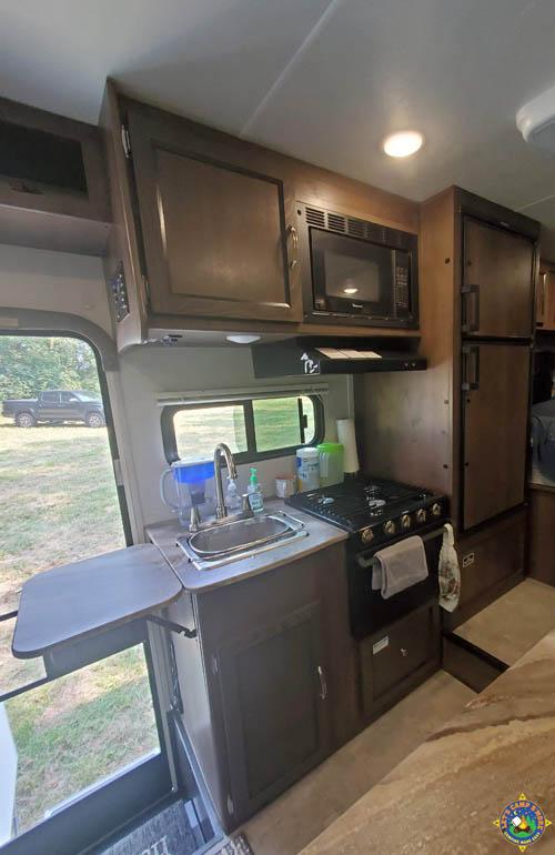 kitchen in a Freelander 21QB